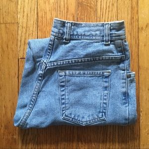 1980s high waisted light wash mom jeans